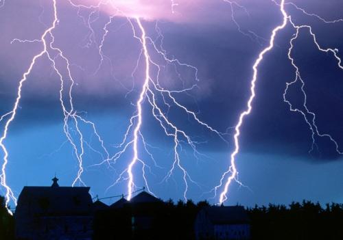 39 de fotografii uimitoare ale fulgerelor - Poza 35