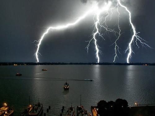 39 de fotografii uimitoare ale fulgerelor - Poza 32