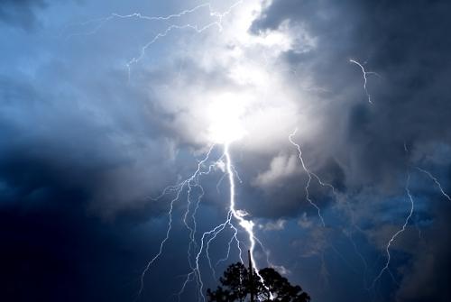 39 de fotografii uimitoare ale fulgerelor - Poza 21