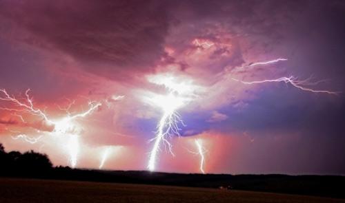 39 de fotografii uimitoare ale fulgerelor - Poza 13