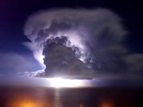 39 de fotografii uimitoare ale fulgerelor - Poza 5