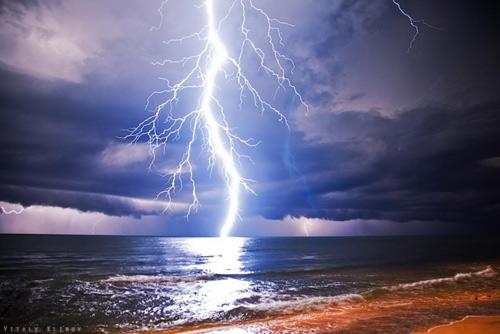 39 de fotografii uimitoare ale fulgerelor - Poza 16