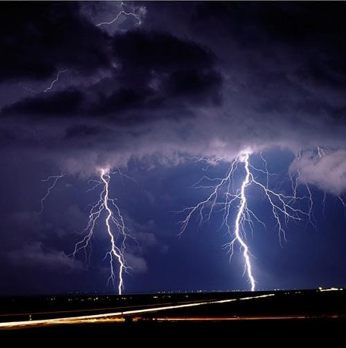 39 de fotografii uimitoare ale fulgerelor - Poza 23