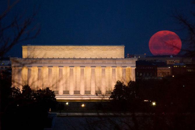 26 de fotografii superbe cu Luna - Poza 15