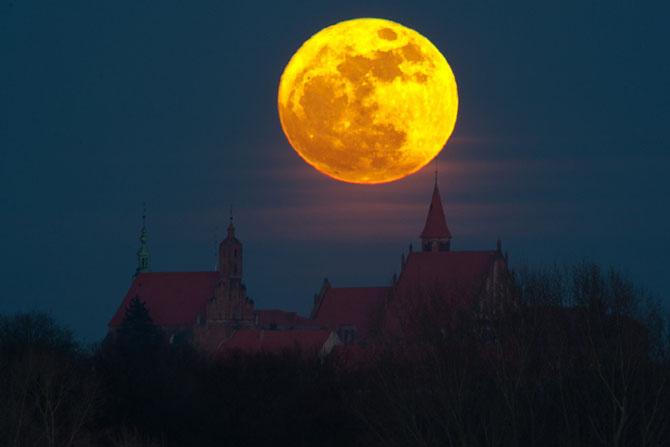 26 de fotografii superbe cu Luna - Poza 17