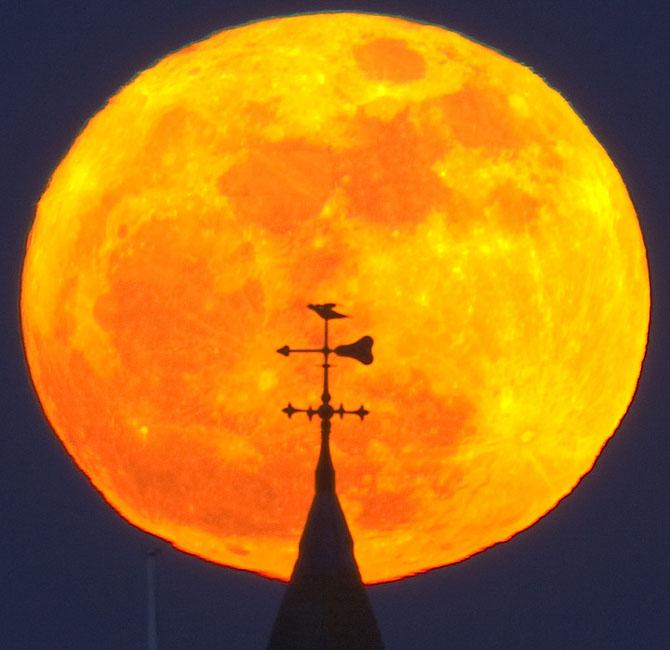 26 de fotografii superbe cu Luna - Poza 4