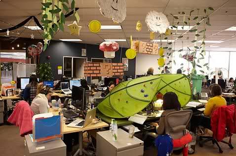 In ce conditii lucreaza angajatii Facebook? - Poza 34