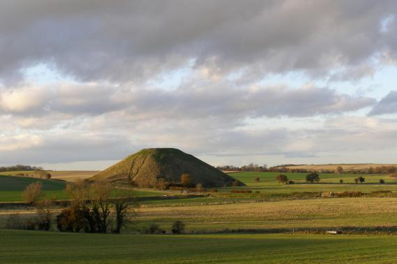 Silbury Hill, movila din Avebury, UK - Poza 2