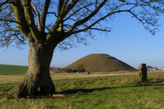 Silbury Hill, movila din Avebury, UK - Poza 3