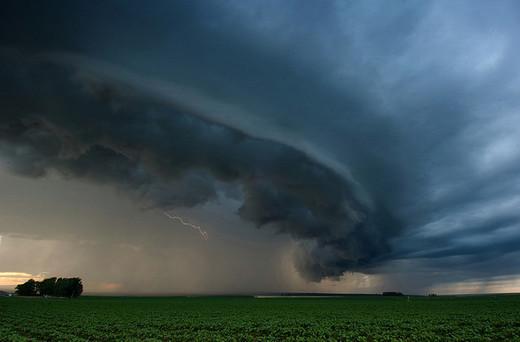 Natura dezlantuita: 30 de poze cu furtuni - Poza 8