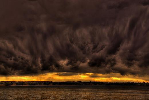 Natura dezlantuita: 30 de poze cu furtuni - Poza 17