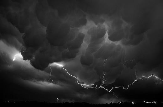 Natura dezlantuita: 30 de poze cu furtuni - Poza 19