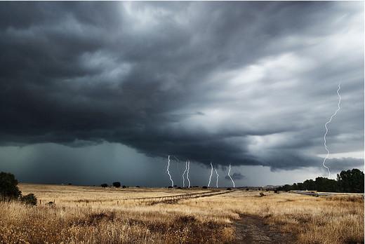 Natura dezlantuita: 30 de poze cu furtuni - Poza 22