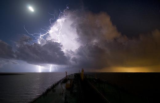 Natura dezlantuita: 30 de poze cu furtuni - Poza 24