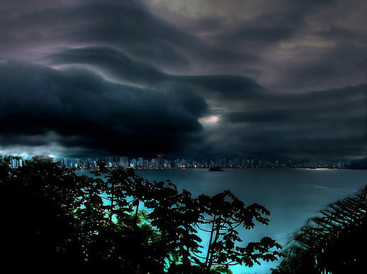 Natura dezlantuita: 30 de poze cu furtuni - Poza 28