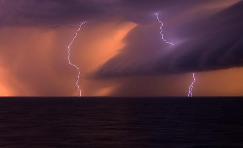 39 de fotografii uimitoare ale fulgerelor - Poza 20