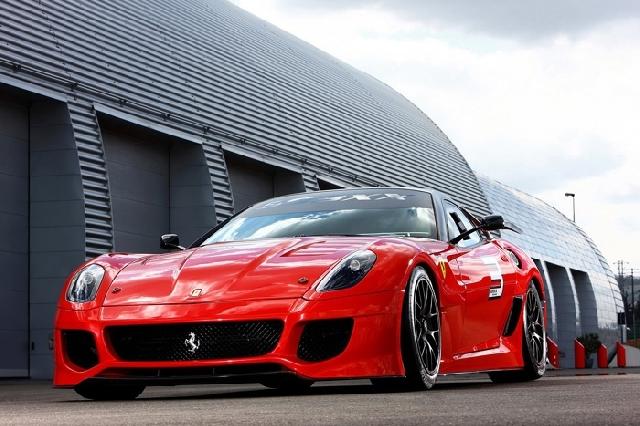 Poza 2: Experimentul Ferrari 599XX