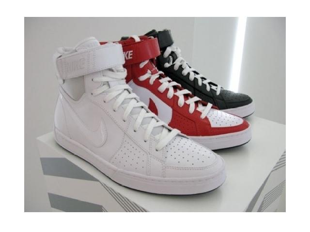 Poza 2: Nike Sportswear Fly Top