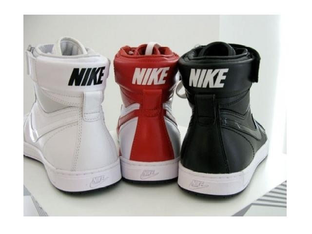 Poza 3: Nike Sportswear Fly Top