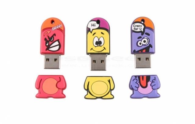 Poza 2: 35 de USB-uri traznite