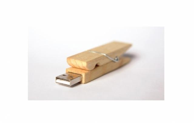 Poza 32: 35 de USB-uri traznite