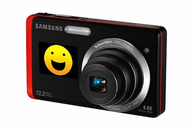 Foto 2: Samsung TL225: 2 display-uri la bord