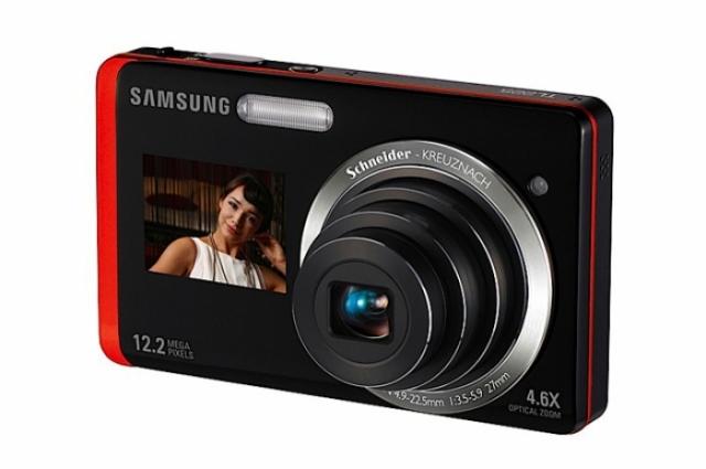 Foto 4: Samsung TL225: 2 display-uri la bord