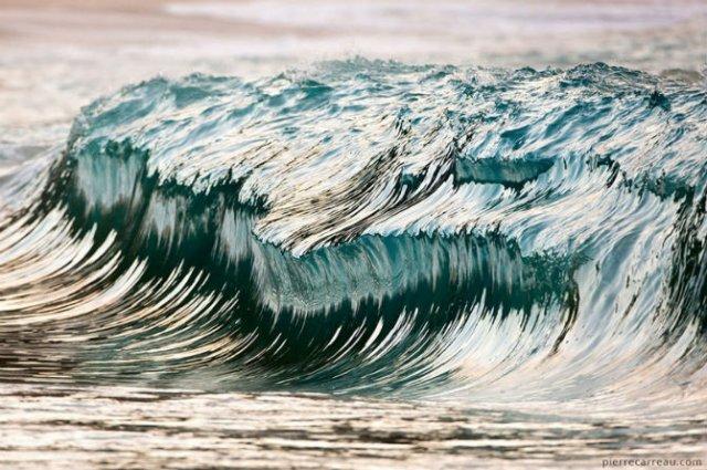 Frumusetea uluitoare a valurilor, in opt poze suprarealiste - Poza 1