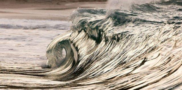 Frumusetea uluitoare a valurilor, in opt poze suprarealiste - Poza 8