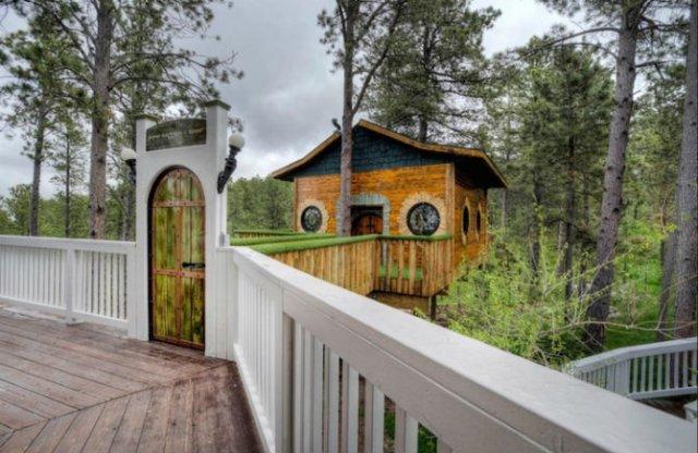 Castelul Soarelui: Casa de vacanta inspirata din Stapanul Inelelor - Poza 1