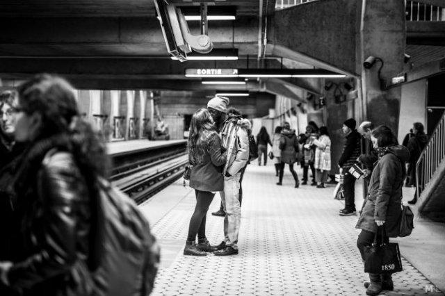 Dragoste stradala: Momente romantice, pe strazile cenusii - Poza 15