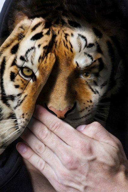 Fata salbaticiei: Expresia oamenilor captivi in pielea animalelor salb - Poza 1