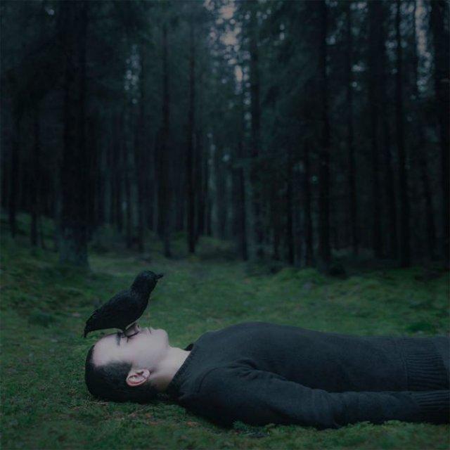 Explorarea propriei melancolii, in imagini suprarealiste - Poza 12