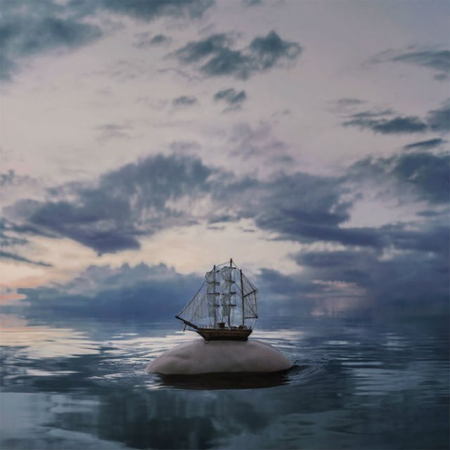 Explorarea propriei melancolii, in imagini suprarealiste - Poza 4