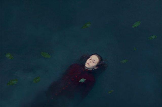 Explorarea propriei melancolii, in imagini suprarealiste - Poza 5