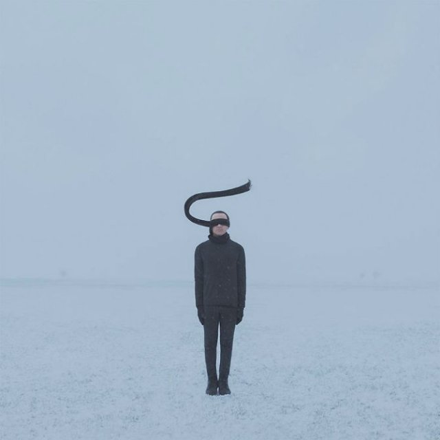 Explorarea propriei melancolii, in imagini suprarealiste - Poza 9