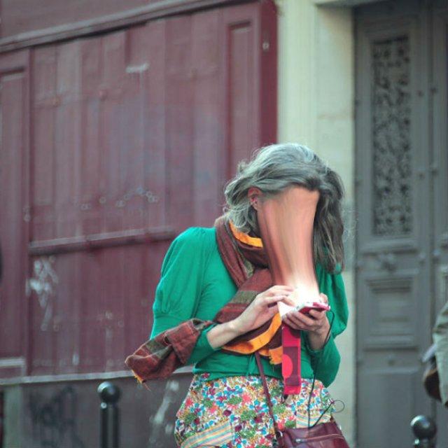 Prizonieri in virtual: Dispozitivele mobile care absorb suflete - Poza 4