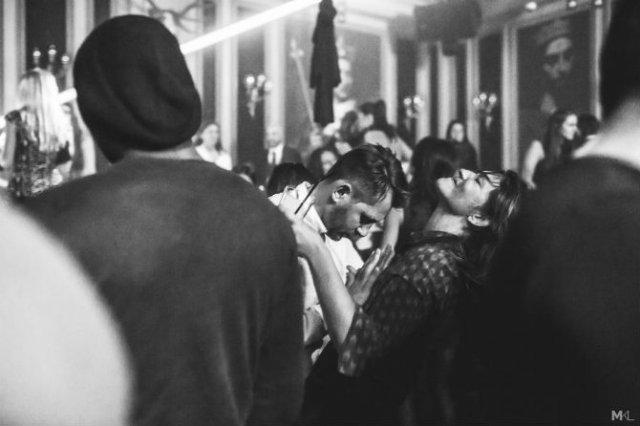 Dragoste stradala: Momente romantice, pe strazile cenusii - Poza 12