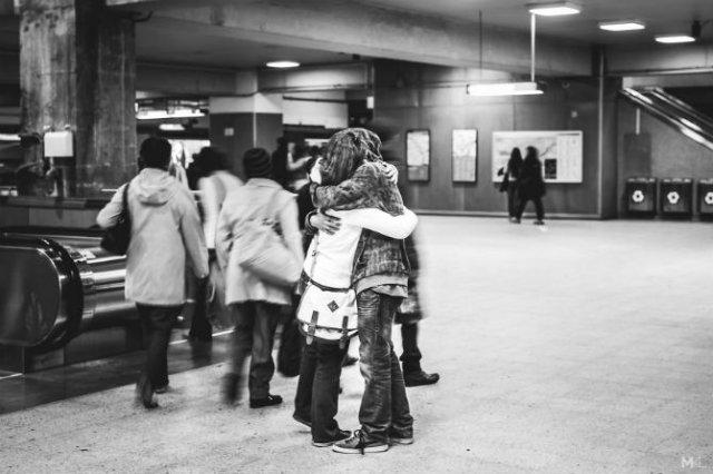 Dragoste stradala: Momente romantice, pe strazile cenusii - Poza 13