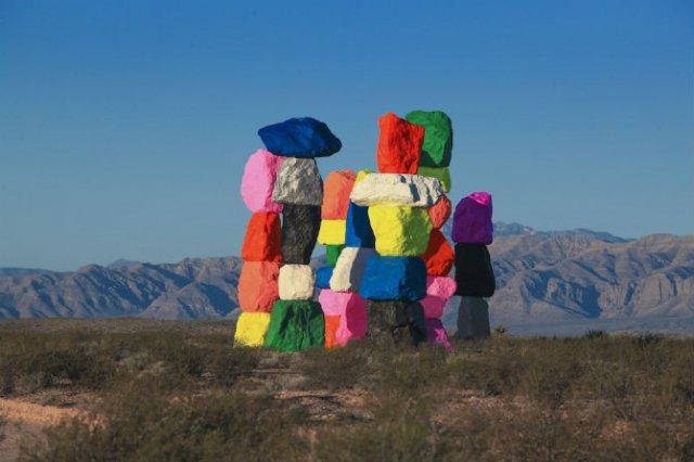 Cei sapte munti magici: Petele de culoare din mijlocul desertului - Poza 3
