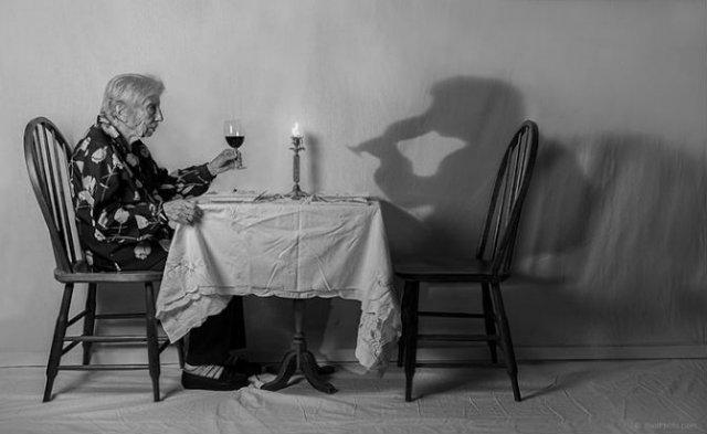 Despre singuratate si boala, cu o batranica haioasa - Poza 6
