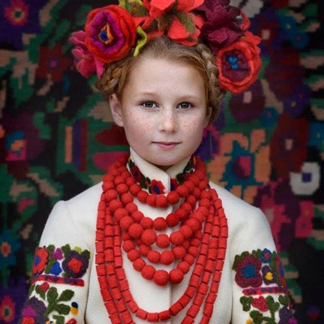Frumusetea traditionala a femeilor ucrainiene - Poza 13
