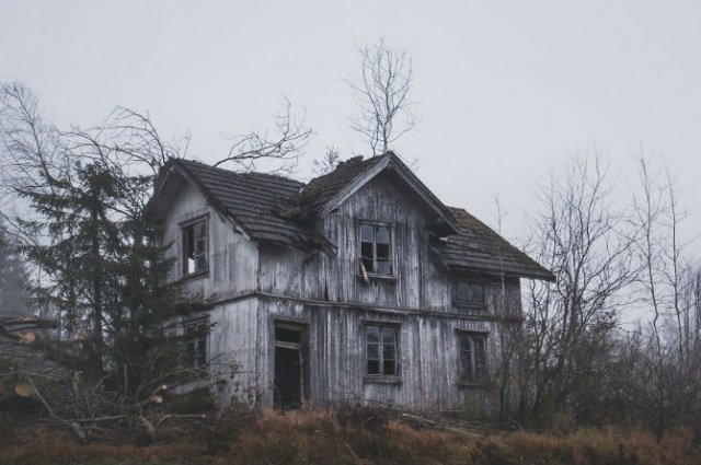 Frumusetea caselor abandonate de pe taramurile nordice - Poza 7
