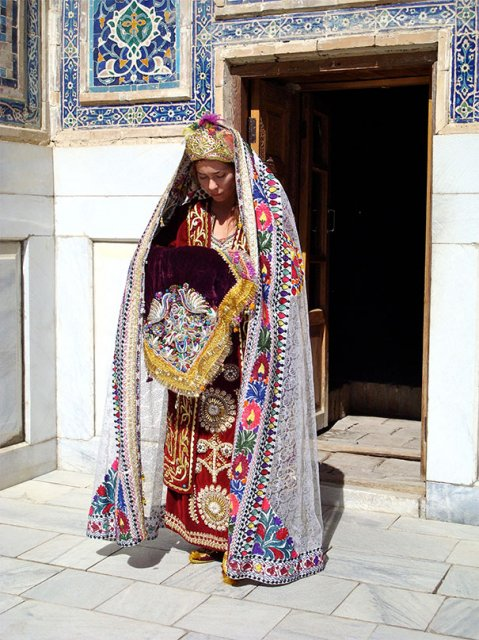 Tinute traditionale de nunta, din jurul lumii - Poza 15