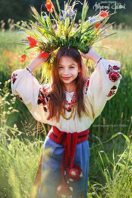 Frumusetea traditionala a femeilor ucrainiene - Poza 10