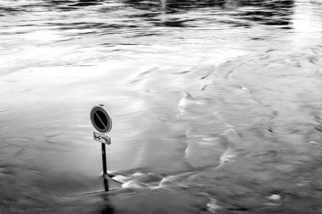 Parisul sub ape, in fotografii alb-negru - Poza 20