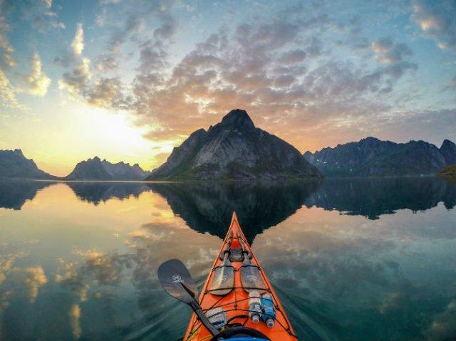 Un fotograf, un caiac si cele mai frumoase peisaje din lume - Poza 1