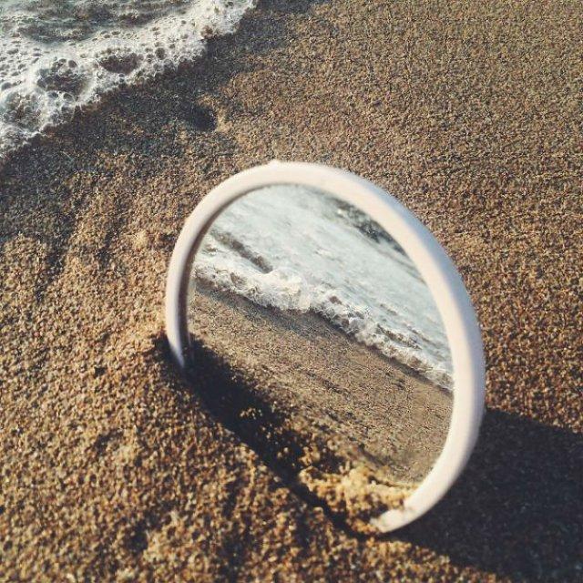 Lumea vazuta printr-o oglinda - Poza 3