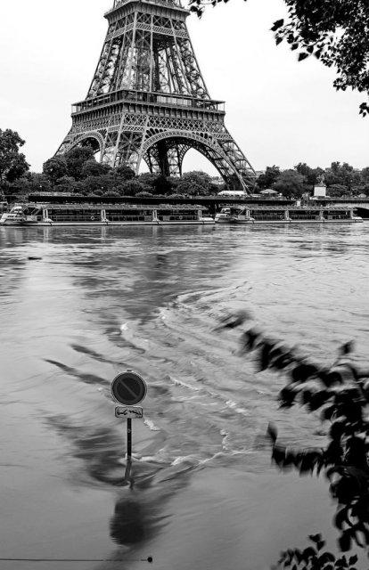 Parisul sub ape, in fotografii alb-negru - Poza 19