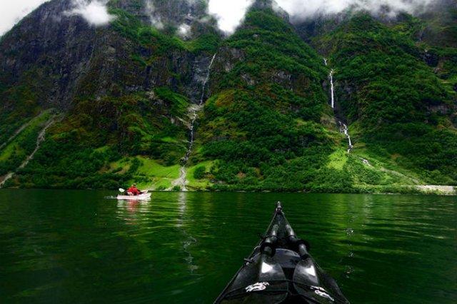 Un fotograf, un caiac si cele mai frumoase peisaje din lume - Poza 4
